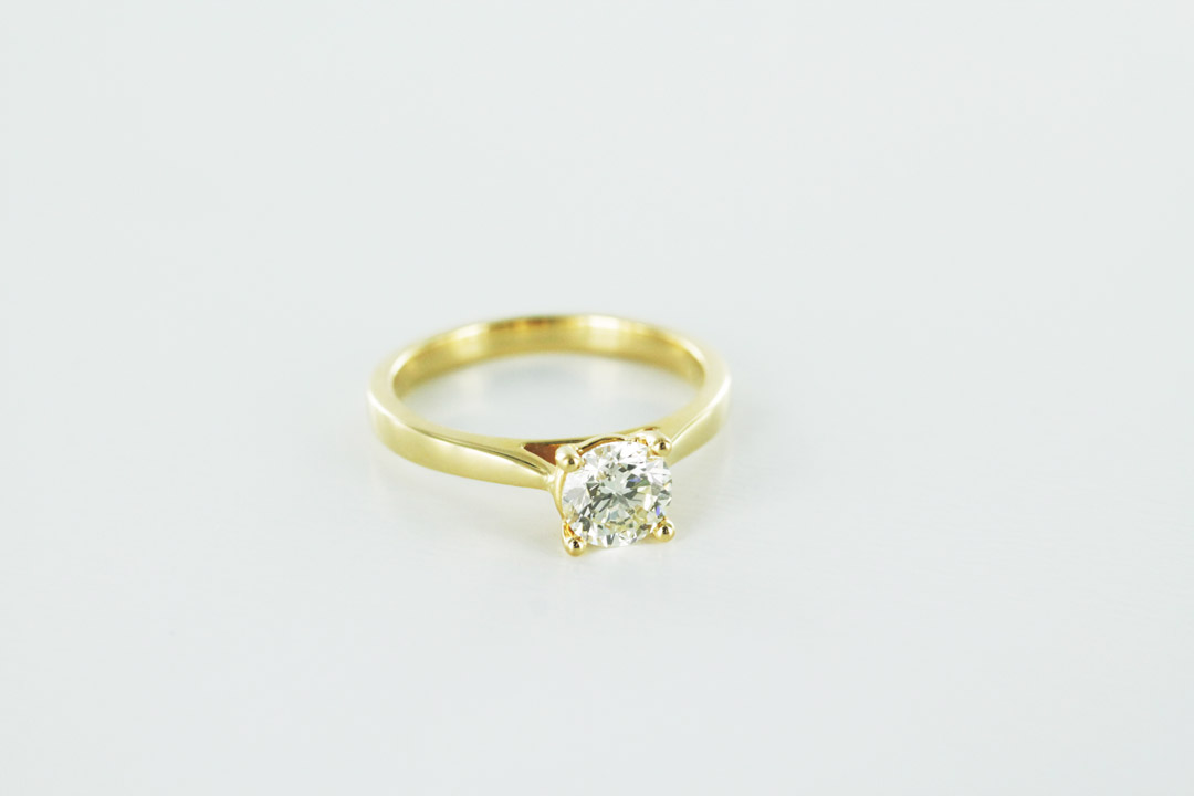 18k yellow gold engagement ring