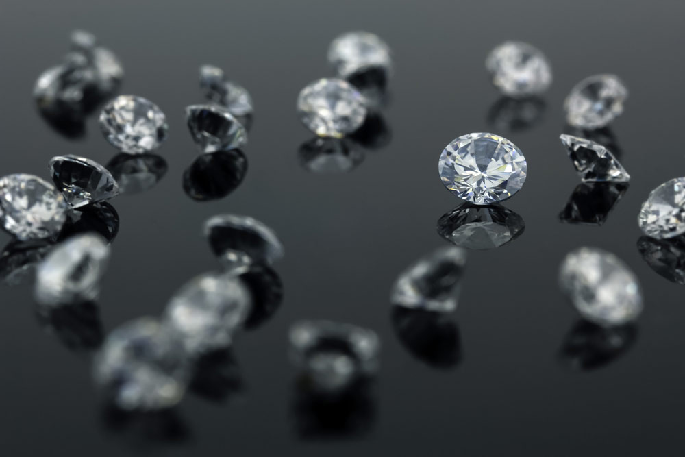 Loose diamonds with more focus in the middle