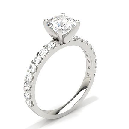 Diamant Verlobungsring In Einer Krappenfassung Mit Schulter