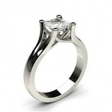 Bague de fiançailles solitaire diamant princesse serti 4 griffes et clos